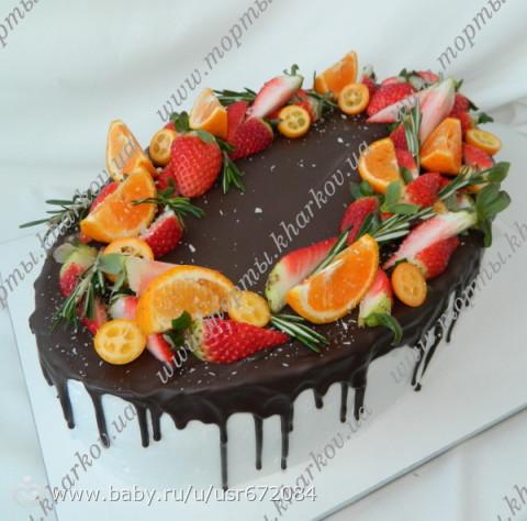 Праздничный торт с фруктами