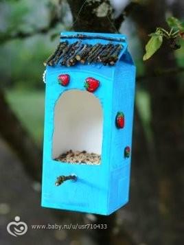 Кормушки для птиц из коробки фото оригинальные идеи