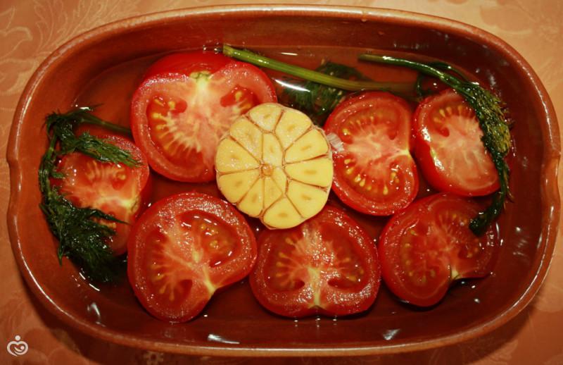 Чай+мёд+помидоры = вкусные солёные помидоры? а почему бы и нет!)