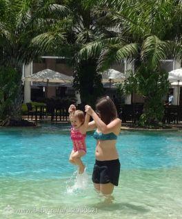 Что же я люблю больше: прыгать или плавать? А,ладно, совместим!